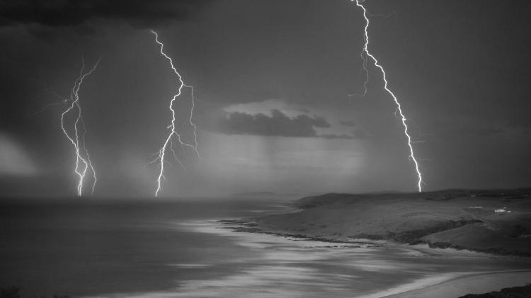 gray_awesome_coastal_lightning_sea_clouds_rain_hd-wallpaper-1700331
